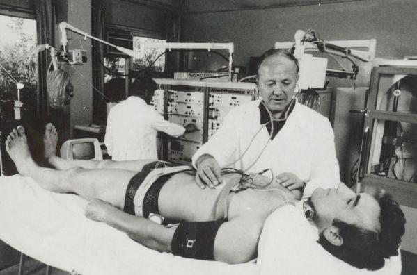 Юрий Сенкеквич на рабочем месте в лаборатории
