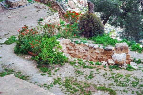 Монастырь Харитона Исповедника - Иудейская пустыня, Вади Кельт (Нахаль Прат) - Палестина. Крипта -усыпальница прп. Харитона Исповедника