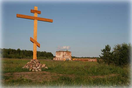 Спасо-Евфимиев Сямженский монастырь, восстанавливается. НА месте погребения святых установлен Крест