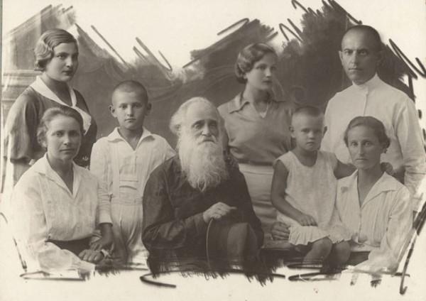 Священномученик Алексий Лельчицкий (Могильницкий) с семьей и внуками