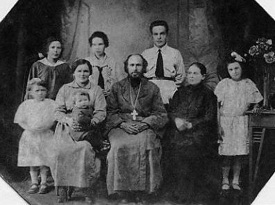 Свящ. Зосима Пепенин с семьей. Иркутск, 1925