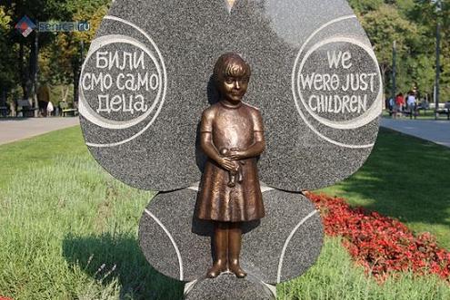 Памятник сербской девочке Милице Ракич