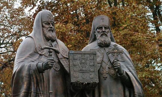 Монумент «Воссоединение», посвященный восстановлению единства внутри Поместной Русской Православной Церкви