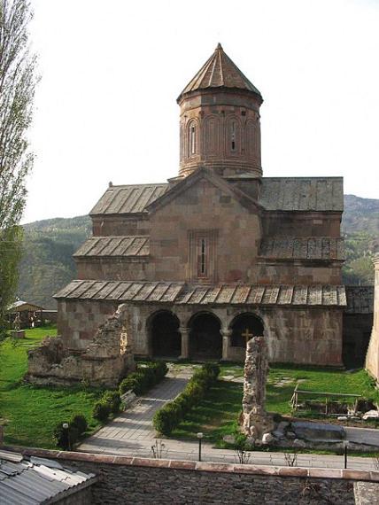 Зарзмский монастырь д. Зарзма (Адигенский район), в ущелье р. Кваблиани