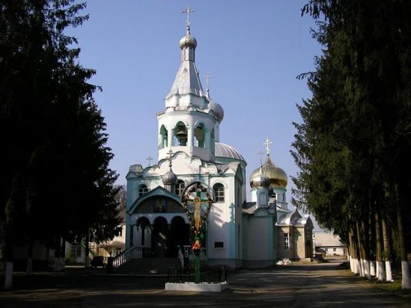 Монастырь во имя святителя Николая Чудотворца в с. Карповтлаш, Украина, здесь в раке покоятся мощи прп. Алексия