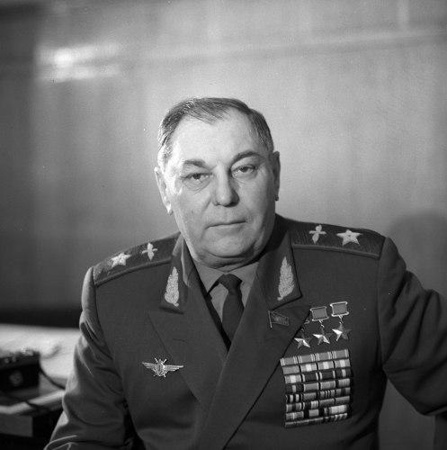 Маршал авиации, председатель ЦК ДОСААФ СССР, депутат Верховного Совета СССР А.И. Покрышкин