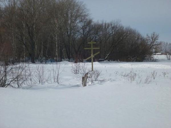 с.Беломестная Двойня Тамбовского р-на Тамбовской обл. Памятный крест на месте разрушенной Михаило-Архангельской церкви