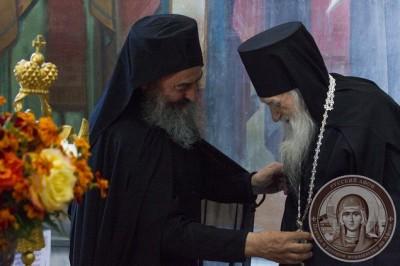 Предстоятель УПЦ встретил на Афоне свой день рождения и наградил панагией 100-летнего афонского игумена Иеремию (Алехина)