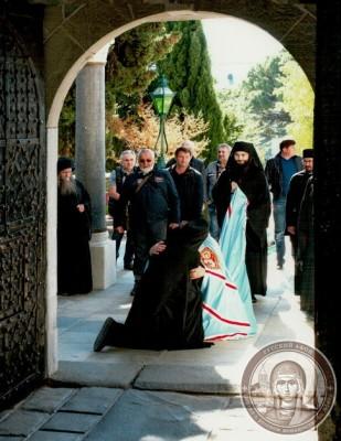 Предстоятель УПЦ встретил на Афоне свой день рождения и наградил панагией 100-летнего афонского игумена Иеремию (Алехина) 3