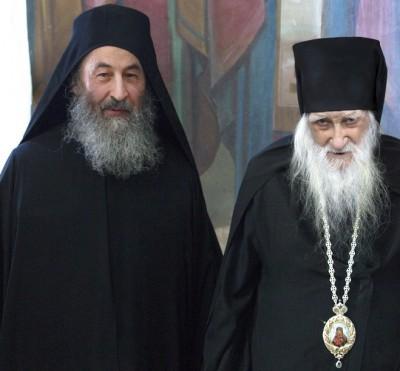 Предстоятель УПЦ встретил на Афоне свой день рождения и наградил панагией 100-летнего афонского игумена Иеремию (Алехина) 2