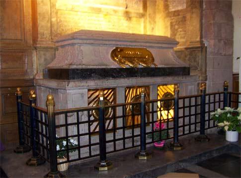 Саркофаг с мощами святой Одилии в б. Хоэнбургском монастыре