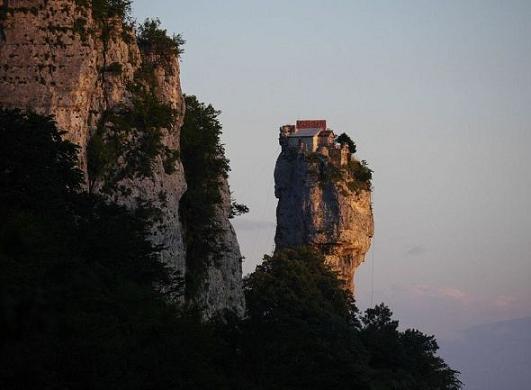 Кацхийский столп, или столп Кацхи, Грузия 1