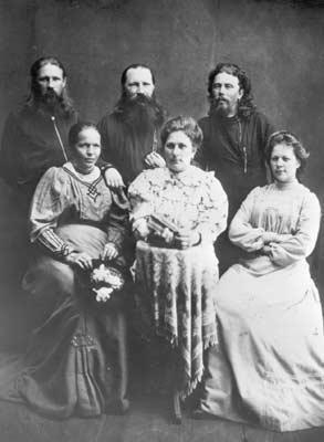 Священномученик Николай Родимов, пресвитер, второй слева