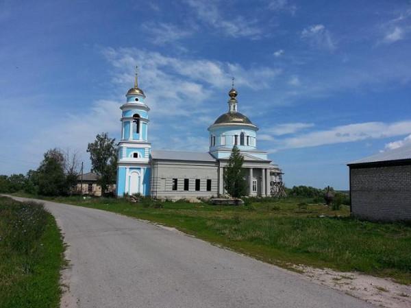 Курбатово. Церковь Рождества Пресвятой Богородицы, восстанавливается