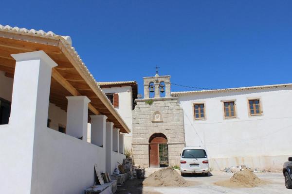 вход в монастырь ремонт