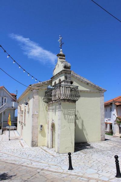 по дороге к монастырю Спилиотиса храм в последней деревушке
