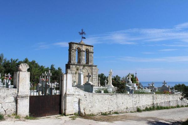 храм и кладбище 2
