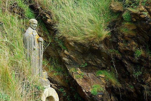 Святой Премудрый Гильда Бадоник, памятник недалеко от деревни Grand-Mont