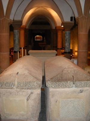 Аббатство Св. Матфия, Бенедиктинский монастырь, мощи двух первых епископов Трирских Евхариуса и Валерия