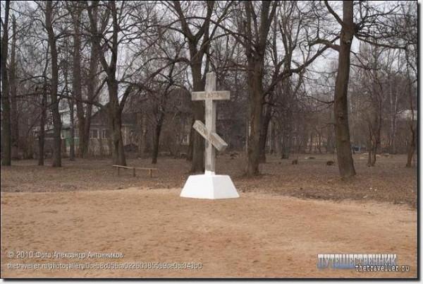 Поклонный крест на месте погребения преподобного Нектария Бежецкого