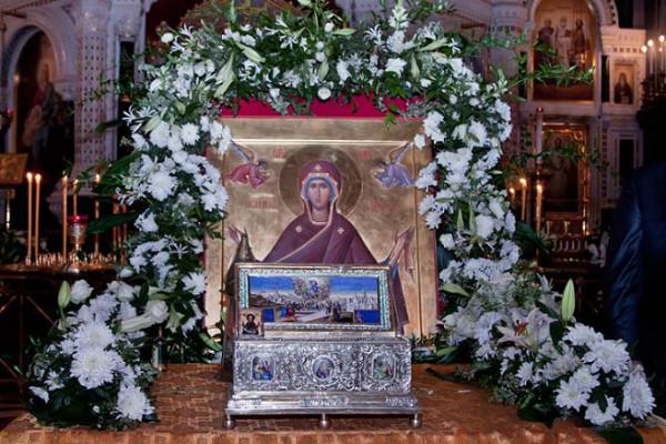 Ковчег с честным Поясом Пресвятой Богородицы
