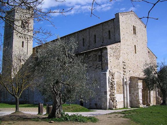 Монастырь св.Анфима в Монтальчино, Италия