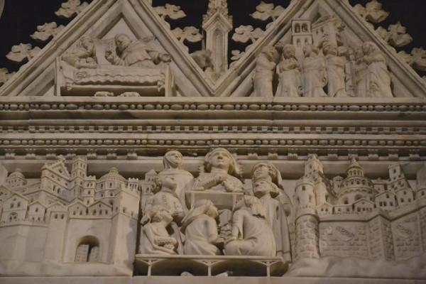 церковь Сан-Пьетро-ин-Чель-д'Оро Италия. В середине у ног умирающего Августина стоят святые Поссидий (личный друг святого, автор его первой биографии) и Амвросий (он Августина крестил)