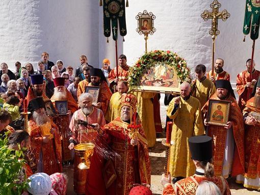 Божественная литургия на отдание праздника Пасхи в Свято-Пафнутьевом монастыре