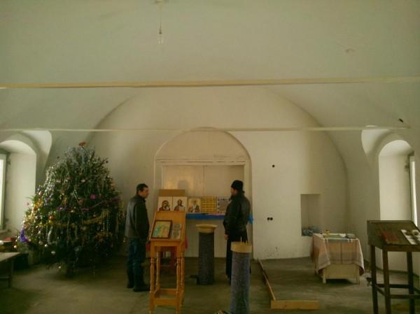 храм Николая Чудотворца в Токарево 2014 внутри