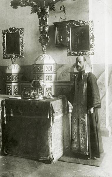 Сщисп. Сергий Правдолюбов в алтаре Свято-Троицкого собора в Слободе Кукарке
