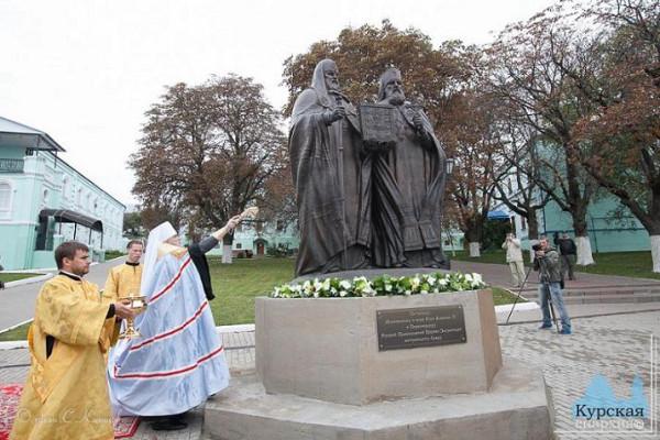 Монумент «Воссоединение», посвящённый восстановлению единства внутри Поместной Русской Православной Церкви