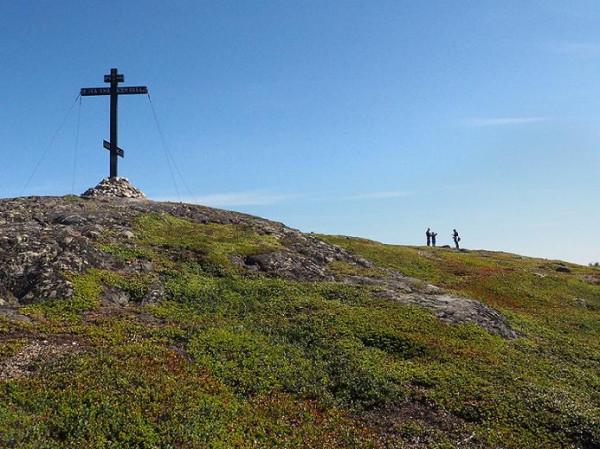 Гора Крестовая. - г. Кандалакша ,гора Крестовая. Крест воздвигнут к 480-ой годовщине крещения Кандалакшской волости преподобным феодоритом Кольским в 2006 году