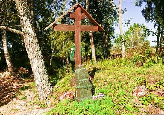 Место упокоения преп. Левкия Волоколамского (среди развалин Левкиего Монастыря и Успенской церкви)