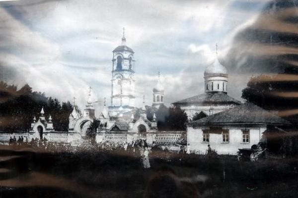 село Левкиево. Архивное (XIX век)  фото Левкиева Монастыря и Успенской церкви. Монастырь был утерян в 1948 году