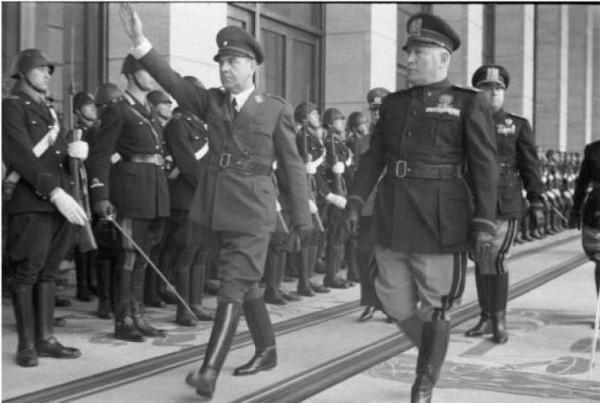 Павелич, Анте (Pavelic), (1889-1959), глава хорватской террористической организации усташей (слева) и Бенито Муссолини (справа), 1941