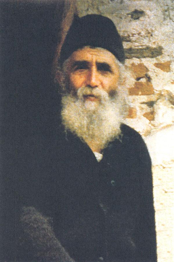 парень фотография паисия святогорца казарма