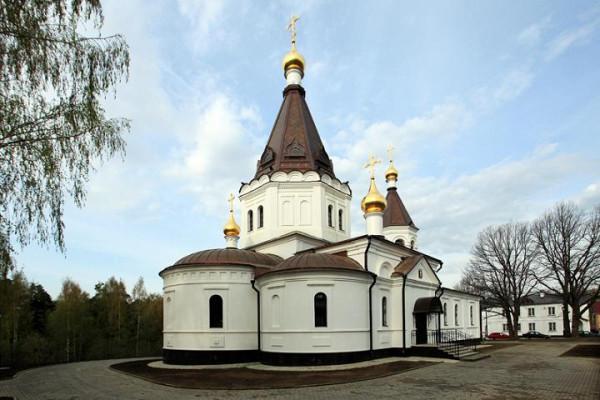 храм Сергия и Никона Радонежских в поселке Красная Горбатка