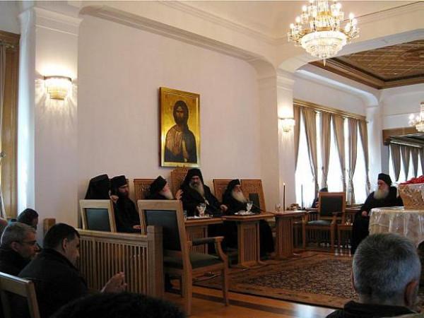 игумен монастыря Ставроникита архимандрит Тихон (в центре)
