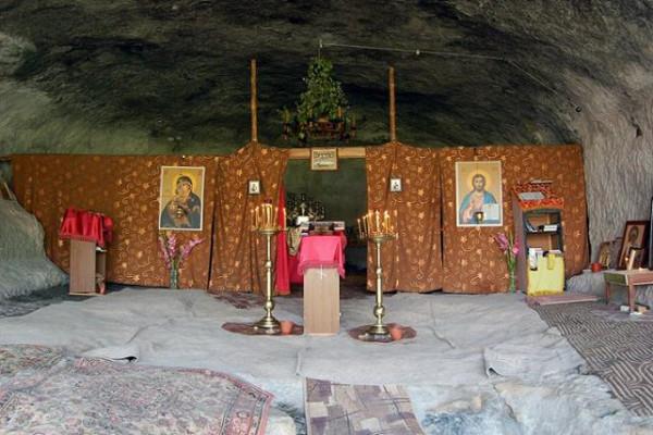 Пещерный монастырь Челтер-Коба, храм вмч. Феодора Гарваса Стратилата