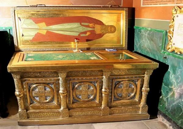 Рака с мощами преподобного Антония Радонежского в Духовском храме