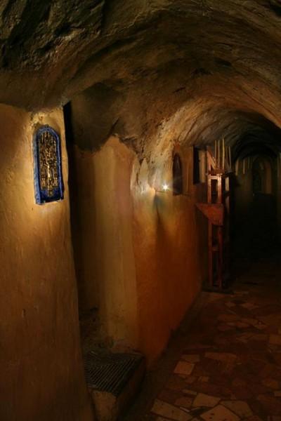 Киев. Архангело-Михайловский Зверинецкий монастырь. В пещерах