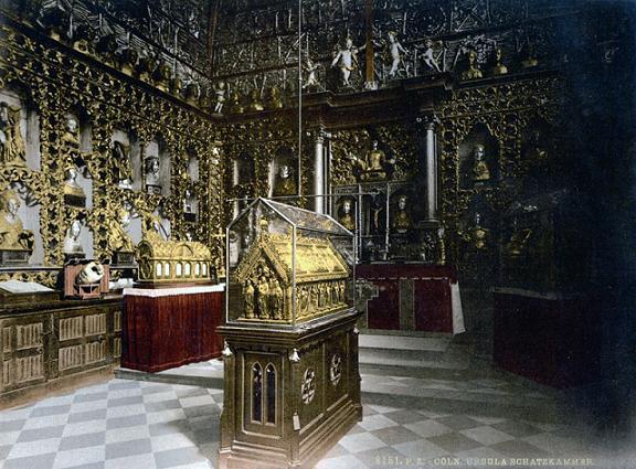 Рака с мощами мц. Урсулы в золотой камере церкви Св. Урсулы в Кельне. Фото ок. 1900 гг. (сейчас рака находится в хоре алтаря)