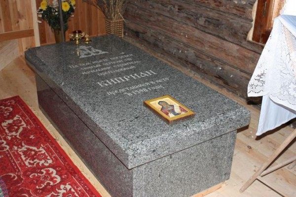 Рака с мощами(под спудом)прп.Киприана Стороженского