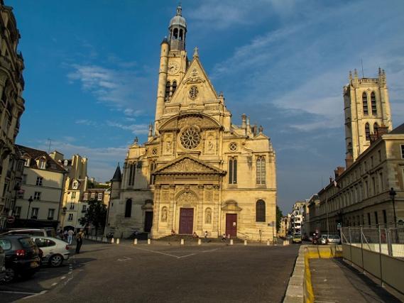 Сент-Этье́н-дю-Мон (Saint-Étienne-du-Mont, «Святой-Стефан-на-Горе») — католическая церковь на холме св. Женевьевы в Париже