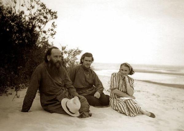 С родителями на берегу Чудского озера. 1955 год.