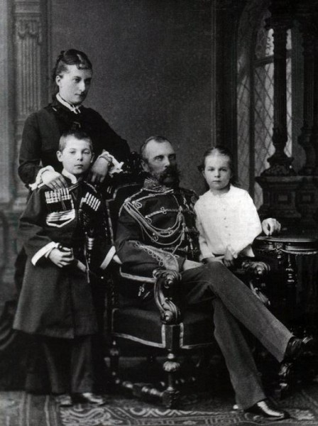Император Александр II со второй супругой Екатериной Долгорукой и детьми