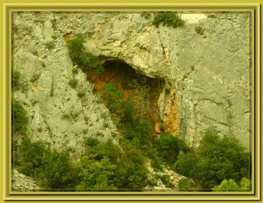 одна из пещер прп. Иллариона Грузина, Афон