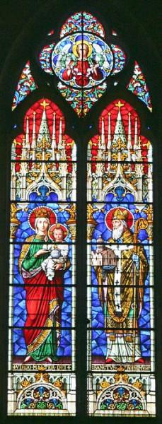 Пресвятая Богородица и свт. Трофим Арльский, витраж Собора св. Трофима в г. Арле, Франция