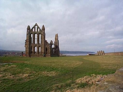 Руины монастыря в Уитби