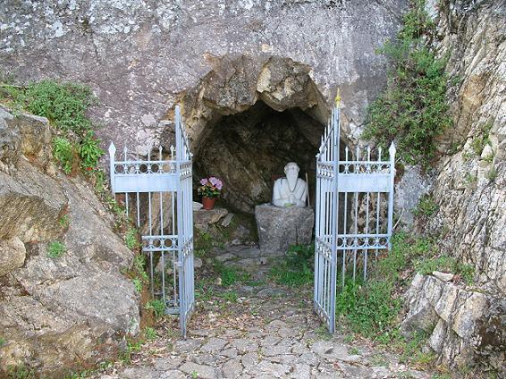 Пещера св. Фантина в Келлеране